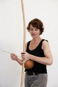 Uli Silbermann spielt Berimbau